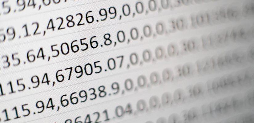 Tableaux de chiffres noirs sur fond blanc pour comptabilité entreprise