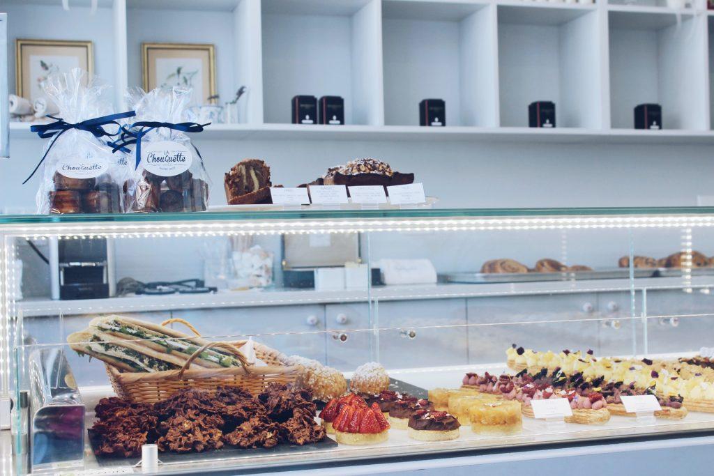 grossiste en boulangerie, présentoir à pâtisseries